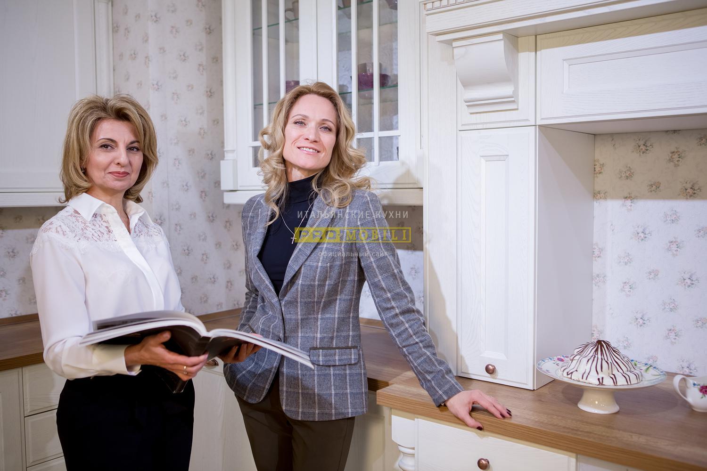 Мария Кисилева с дизайнером на кухне